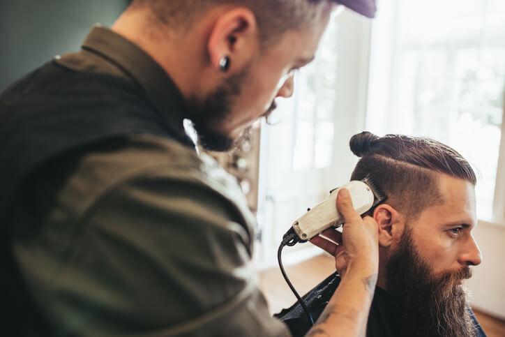 Doppio taglio uomo capelli ricci