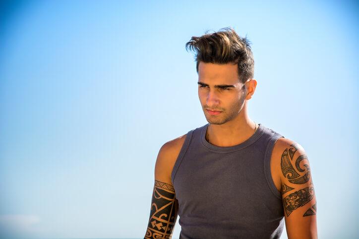 Tatuaggi tribali braccio uomo: tatuaggio braccio