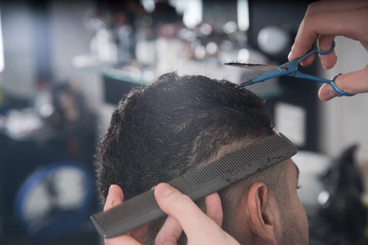 Capelli corti uomo: capelli rasati