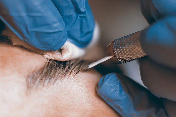 Sopracciglia tatuate pelo per pelo