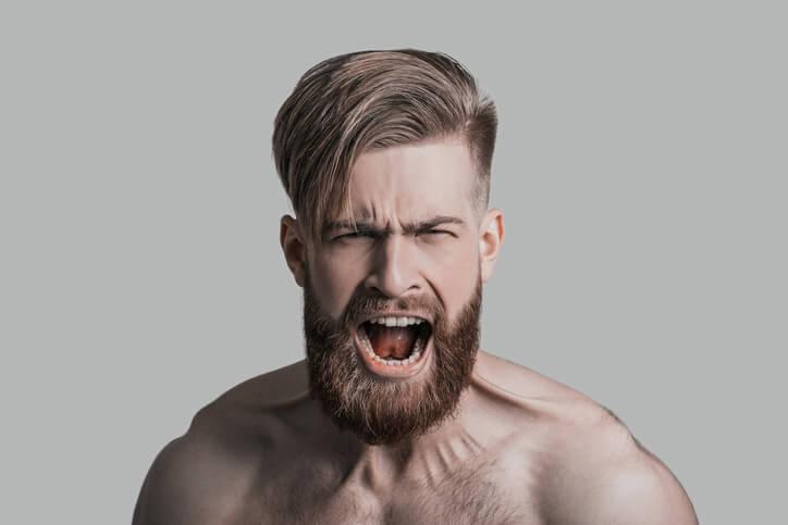 Gli uomini con la barba folta hanno i testicoli piccoli: lo dice la scienza