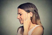 brufoli dietro le orecchie cause
