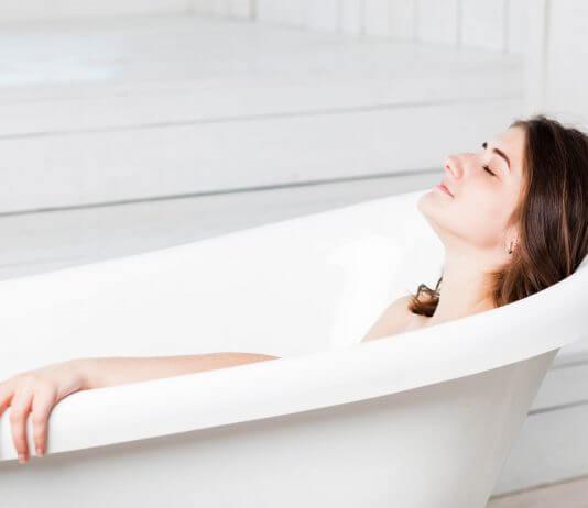 bolle sulla pelle: bolle d'acqua sulla pelle